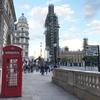 赤いバスと赤い電話ボックス