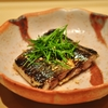 新富町の「鮨はしもと」でおまかせコース23(秋刀魚一夜干しの肝ソース、春子鯛、すみいか、穴子茶碗蒸し他)。
