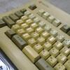 真っ黄色に黄ばんだレトロキーボードを新品同様に戻すことはできるのか?