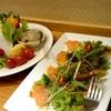 鮮魚のカルパッチョ、鶏肉の半身唐揚げなど(居酒屋)
