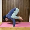 ヨガの(鴉)カラスのポーズのコツをつかんで二の腕痩せ!:効果とやり方
