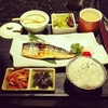 私達が太る原因は日本が推奨する炭水化物中心の食事に有り!