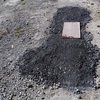 車の整備がしにくいので凹んだ砂利の駐車場を砕石を使って平らにしてみたよ