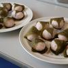 女性塾生が桜餅を作りました。