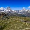 スイス旅行 二日目 ツェルマット ゴルナーグラート駅からリッフェル湖までのハイキングで絶景の逆さマッターホルンを見る
