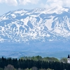 春色パレット~残雪の十勝岳と新緑