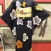 黒地絞り花柄小紋×薄黄色地椿刺繍名古屋帯