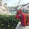 東京・千鳥ヶ淵の桜を満喫するグアテマラのアニマリート(お人形)