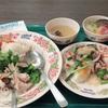 1人タイ料理と猫