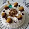 栗のバースデーケーキと大きなカボチャ
