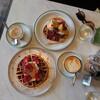 ロンドン南西、Tooting Broadwayにあるカフェ『Juliets Quality Foods』で週末限定のワッフルを吸う