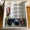 【100均】パソコンデスクの引出しを仕切りボックスで整理