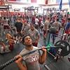 ウェイトリフティングの生理学的変化(ウェイトリフティング選手は、非鍛錬者よりも一層多くの機械的仕事を行い、より高い血中乳酸濃度に達することができる)