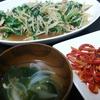 野菜炒め、赤いきんぴら、スープ