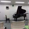 会議室にグランドピアノ