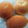 金沢市大手町にあるブーランジェリーマシマシで、クリームパン、カレーパン、ハニークリームチーズベーグル。