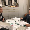 秋学期の最初の授業。二人の客員教授と懇談。中日新聞から取材。