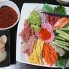 海鮮丼、味噌汁、白和え、かぶ漬け
