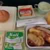 カンボジア食べ歩き(1)ベトナム航空の機内食