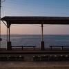 愛媛県の絶景駅!下灘駅で美しい海と夕焼けを撮ろう!(※冬場は超寒い)
