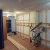 高田馬場徒歩5分、月8,900円のトイレ、シャワー、ロッカー付き有料駐輪場を見て
