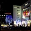 いろいろな人が行き交う酒タバコ店 本厚木駅北口 中村屋