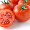 【トマトの選び方•栄養素を逃さない切り方】甘いトマトの見分け方・効率よくリコピンを摂取する方法