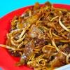 シンガポール・芳林巴刹与熟食中心の「歐南園炒粿條麺」で炒粿條。
