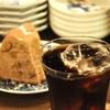 四谷三丁目の「猫廼舎」でアイスコーヒー、栗のクグロフ。