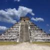 メキシコ チチェン・イッツァ付近で飛行する謎の怪光が撮影された!