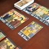 仲間を集めてゴッドファザーをめざせ。マフィアがテーマの2人専用カードゲーム「ファミリア(FAMIGLIA)」