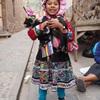 ペルーの民族衣装を身に纏った少女は今日も元気!ピサックにて