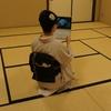 【コーディネート例】著者近影用に撮影した猫コーデ