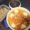 豚キムチ、豚もやし炒め風、卯の花、味噌汁