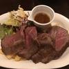 牛赤身肉のステーキ 国産牛の脂のうま味がすごい! 田町「肉バル×ワイン酒場 肉87 」
