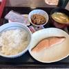中区本牧原の「なか卯 本牧店」で銀鮭朝定食&牛小鉢