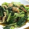 父が鶏皮をたくさんもらってきたので小松菜といっしょに炒め物にしてみた