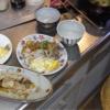 幸運な病のレシピ( 1524 )朝:AM5:30父が来たので一緒に食べた、青椒肉絲風、イカ・手羽先麹焼き、卵焼き、カボチャひき肉、味噌汁
