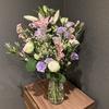 【花を飾る】#16 紫のトルコキキョウと白いバラ