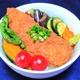 夏野菜たっぷりチキンタレカツ丼