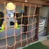 子供が遊べる庭づくり。DIYでアスレチックネットをウッドデッキに取り付け