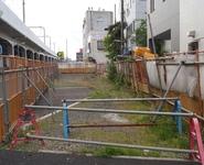 商業地域の空き地 2 − 再開発工事で生まれた空き地