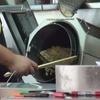 チャーハンを作る筒状の機械