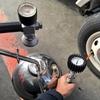 タイヤの空気圧点検と空気入れ「軽キャンピングカーの日常」