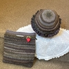 茶系の帽子とバッグ