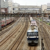 横浜中心部(横浜駅附近)を走る貨物列車