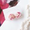 「桜と雪のころ」刺繍イヤリングとピアス。今日もコツコツ作ってます。