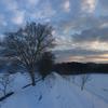 雪の上に立てた朝と暖かい一日