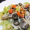 カツオのタタキとドライトマト、ブラックオリーブのマリネサラダ