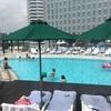 夏休みを感じさせるプールサイドメニュー